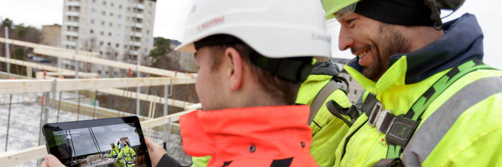 Person using eye tracking for safety assessment on a construction site